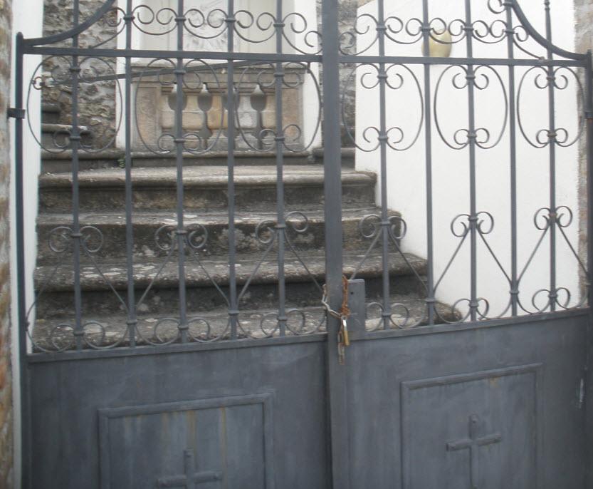 zárt Kálvária ajtó