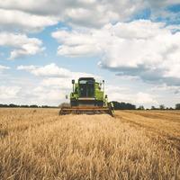 Tavalyi év során mezőgazdasági gépbeszerzésre pályázatot nyújtottunk be. 2019 decemberében 71 millió forint támogatást kaptunk. Úgy tudjuk, tavaly decemberben módosult a közbeszerzési törvény.