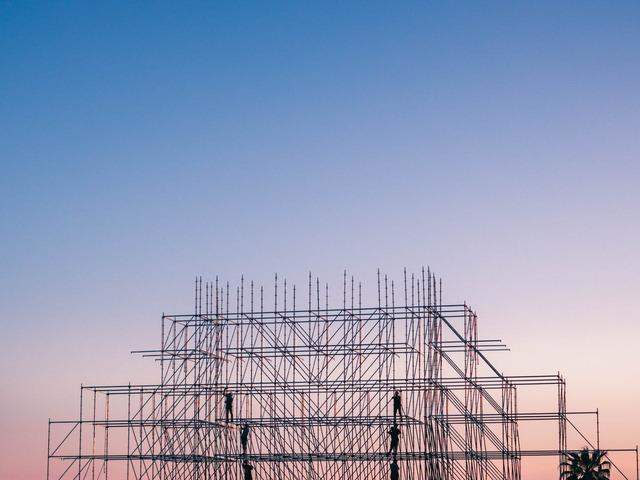 A megváltozott mértékű minimális építőipari rezsióradíjra a közbeszerzési eljárásokban is figyelemmel kell lenni