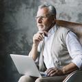 Nyugdíjasként közszolgálati jogviszonyban