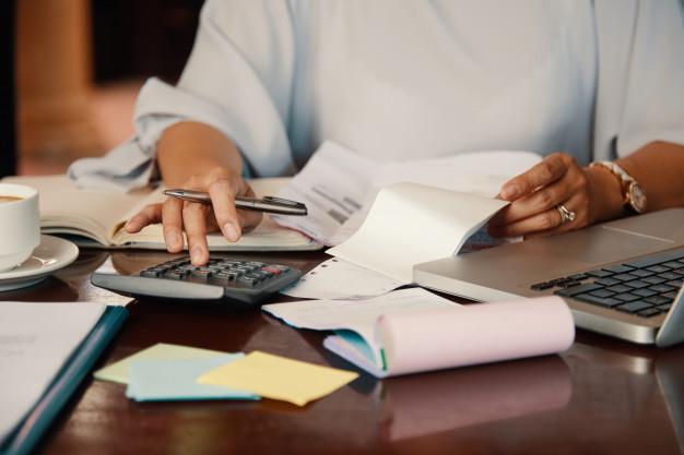 entrepreneur-working-with-bills_1098-20001.jpg