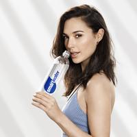 Gal Gadot lett a smartwater márka új arca