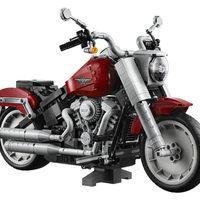 A MOTOROSOK NAGY ÖRÖMÉRE A LEGO CSOPORT PIACRA DOBJA A LEGO® CREATOR EXPERT HARLEY-DAVIDSON® FAT BOY® SZETTET