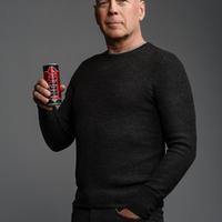 Bruce Willis dupláz a HELL-lel és a világ legjobb nőjével forgat