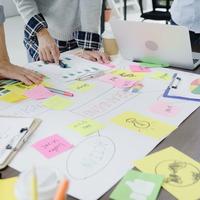 Magyar fiatalok segítenek a nehéz helyzetbe került kisvállalkozásokon