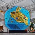 """Bámulatos LEGO® installáció, amely lehetővé tette, hogy több mint 430 gyerek segítségével """"újraépítsék a világot"""""""