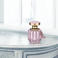 Az ARTISTRY új, elbűvölően elegáns illatkompozíciója, a FLORA CHIC, a kecsesség megtestesítője!.