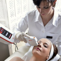 A Royal Clinics bőrfiatalító eljárása, az ARCLIFTING.