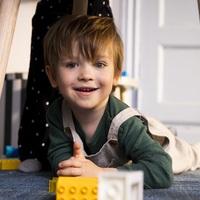 Hogyan segít a LEGO Csoport a koronavírus által érintett családokon?