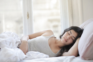 Alvással is tehetünk az egészségünkért