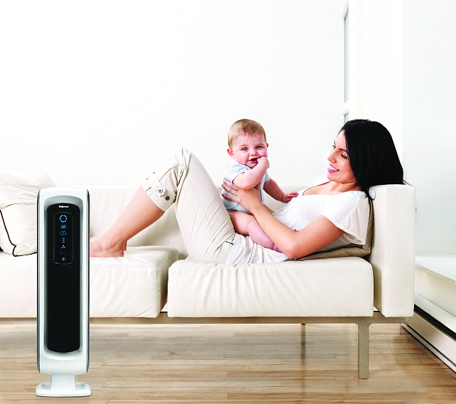Az AeraMax™ légtisztítóknak az alaptípus mellett kifejezetten kisbabák és gyermekek számára kifejlesztett változata is van, az AeraMax™ Baby. Ezt különösen az éjszakai csendes üzemmóddal és barátságos fényekkel, valamint a gyerekzárral igyekeztek teljesen a kicsik igényeihez igazítani, megtartva természetesen az alapkészülék hatékony légtisztító teljesítményét.    <br />Bővebb információért látogasson el a www.fellowes.hu weboldalra