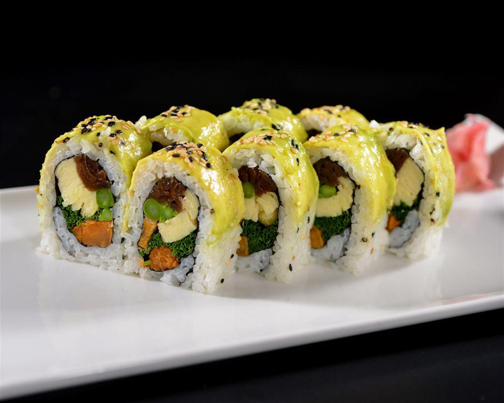 A rendkívül sokszínű japán konyha jelképévé vált sushin kívül, melynek összeállításához a vendégek akár saját ízlésük szerint is összeválogathatják az elemeket, padthai-okból és salátákból is rendkívüli választékot kínál az étterem, ráadásul - a különleges nyitvatartásnak köszönhetően - az éjjeli falatok kedvelői is megtalálják a számításukat.