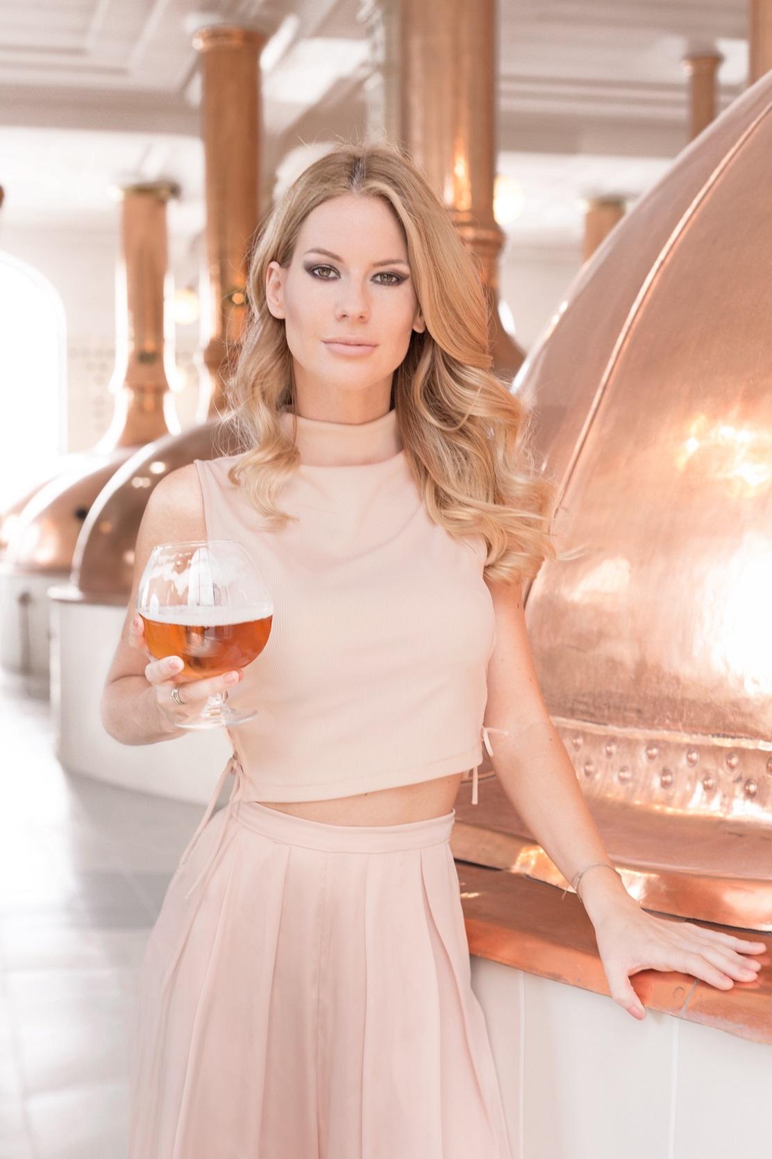 A Sör mi több eseménysorozatról<br />A Magyar Sörgyártók Szövetségének célja, hogy a világszerte reneszánszát élő sör az őt megillető helyére kerülhessen a hazai fogyasztók asztalán. A szövetség kiemelt eseménysorozata, a Sör mi több elkötelezett amellett, hogy elmélyítse a hazai sörkultúrát és új oldalairól mutassa be ezt a természetes italt.<br />