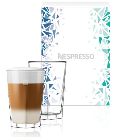 PURE RECIPE POHÁR LIMITED EDITION CSOMAGOLÁSBAN <br />Az innovatív svájci stúdió, a BIG-GAME által tervezett üvegpoharak vonalvezetésében a modern design és a letisztult elegancia találkozik. A gyönyörűen megtervezett, nagyméretű receptes poharak tökéletesek Jeges Latte Macchiato, illetve más hideg vagy meleg kávéreceptek felszolgálásához. <br />Már nincs sok hátra a nyárból! Fedezze fel a kávézás új dimenzióját a Nespresso limitált kiadású jegeskávéival és készítse el Ön is a nyertes recepteket! Az Intenso on Ice és a Leggero on Ice őrlemények duopackban már csak rövid ideig elérhetők a Nespresso Boutique-okban és online a www.nespresso.com weboldalon.<br />