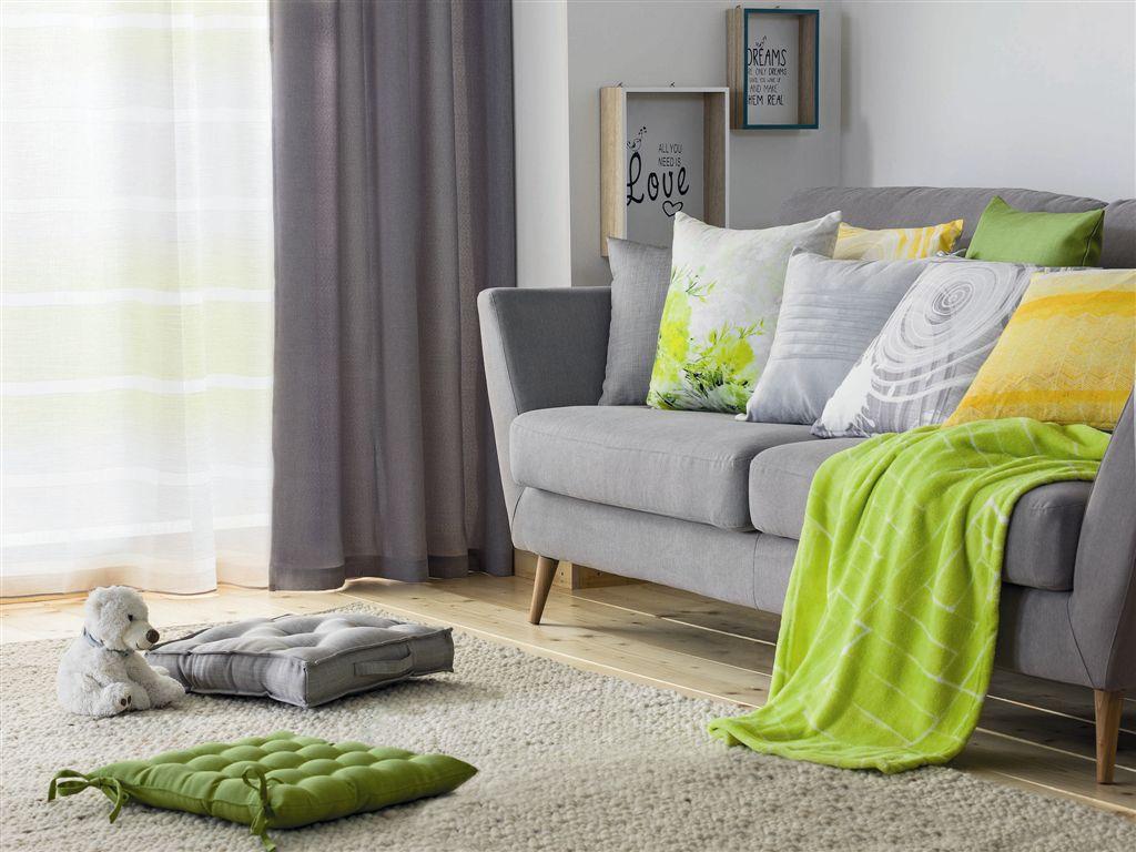 Hideg vagy meleg?<br />A nappaliban a zöld színnel sokféle hatást érhetünk el és sokféle stílust kialakíthatunk. Nem mindegy, hogy a zöld meleg árnyalatait vagy a hideg árnyalatait használjuk. Érdemes a pasztell színek között is szétnézni. A zöld szín mellé választhatunk kiegészítő színnek meleg vagy hideg árnyalatokat, kontrasztosakat vagy épp ellenkezőleg. Nézzünk meg sokféle összeállítást, mielőtt a végső döntést meghozzuk.<br />