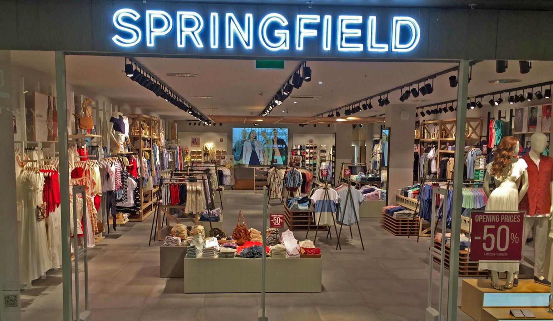 df07b6d5be36 Május 2-án megnyílt az első dunántúli Springfield a pécsi Árkád  földszintjén. A közel 320 négyzetméteres üzletben a világhírű spanyol márka  férfi és női ...