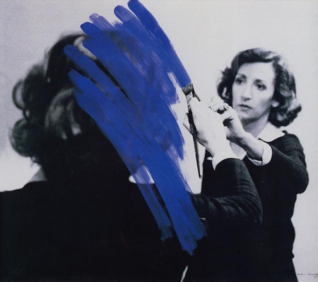 helena_almeida-_pintura_habitada-_1975-_acrlico_sobre_foto_a_preto_e_branco-_46_x_52_cm.jpg