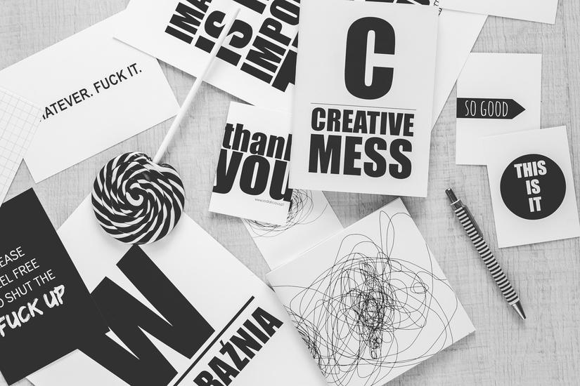black-and-white-creative-desk-pen-large.jpg