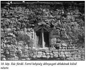 A forró helyiség dél-nyugati ablaka kívülről (Papp - Lászay, 2009)