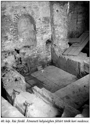 Átmeneti helyiségben feltárt török kori medence (Papp - Lászay, 2009)