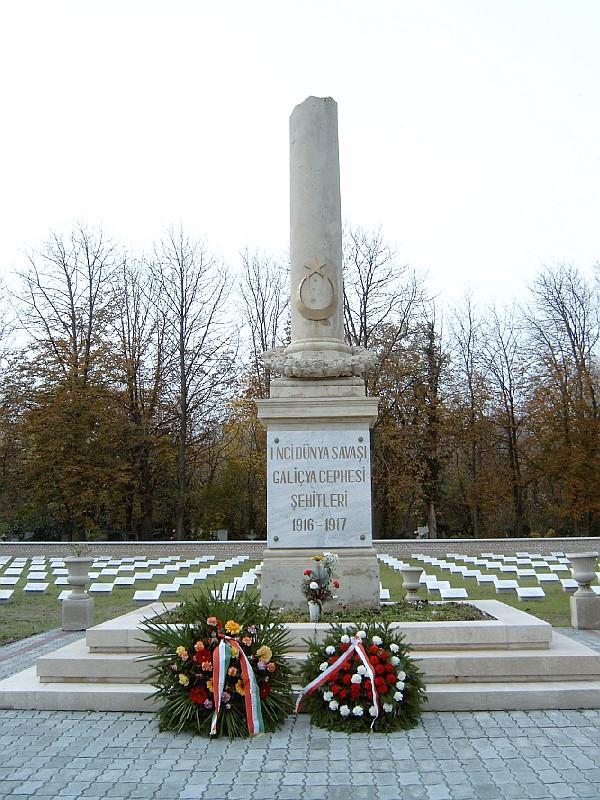 A török katonai parcella emlékműve az Új Köztemetőben (Dr. Varga József, wikipedia.com)