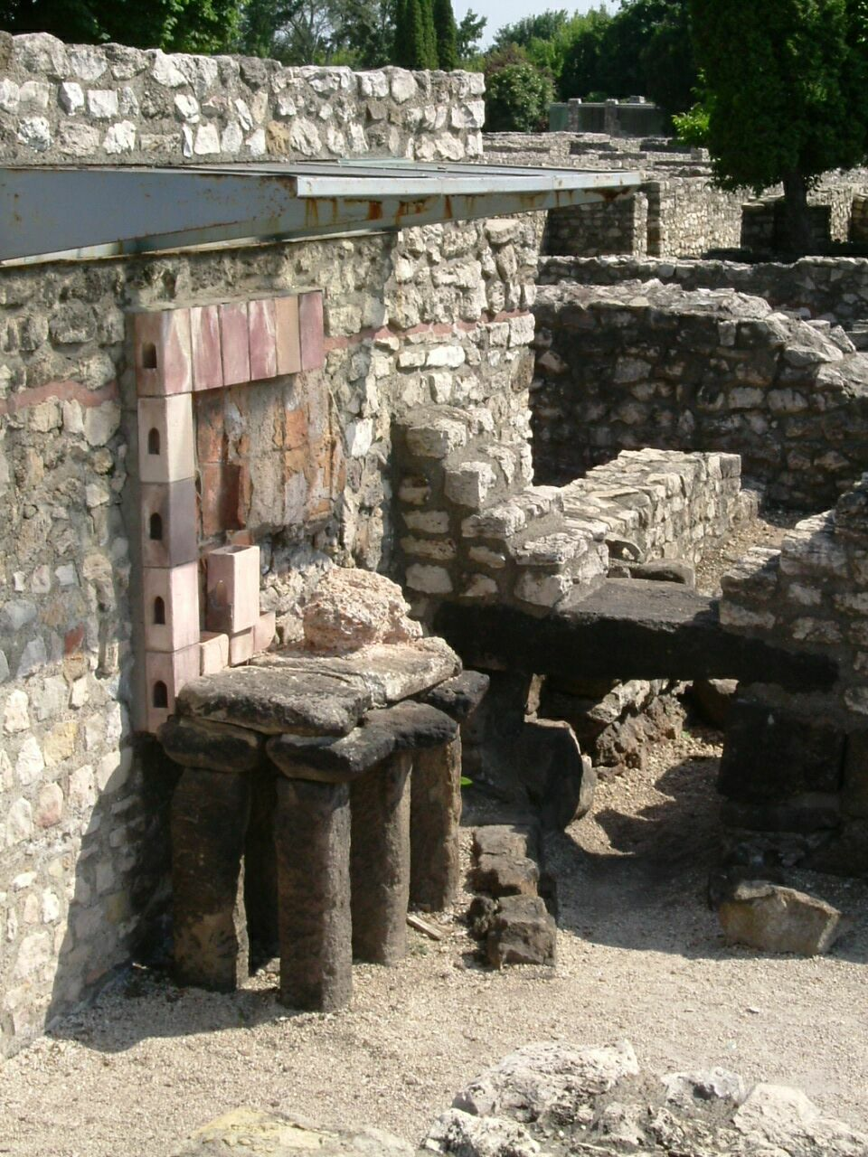 Az Aquincumi fürdő padlófűtése (wikipedia)