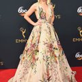 C'est les robes Emmy qui exigent des efforts