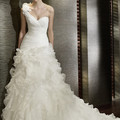 L'encolure populaire de robe de mariée : Asymétrique