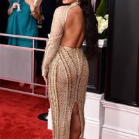 La robe dos nu de Demi Lovato aux Grammy Awards 2017