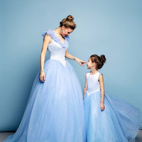 Conseils pour accessoiriser votre robe bleue