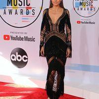 Heidi Klum évite de justesse les dysfonctionnements de la garde-robe dans les tenues vestimentaires des AMA