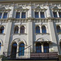 Mátyás téri épületmegújulások egy kis Tavaszmező utcai sétával egybekötve