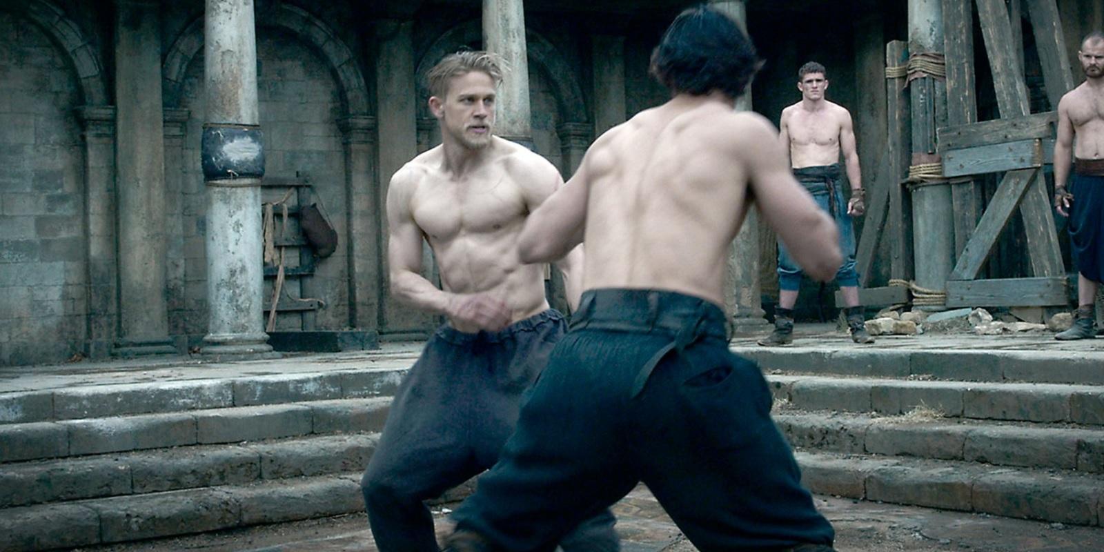 charlie-hunnam-fighting-in-king-arthur-legend-of-the-sword.jpg