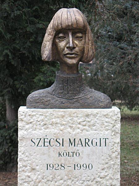 450px-Szecsi_Margit_18_ker_Kossuth_ter_0203_1.JPG