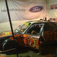 BMW a Ford garázsban.
