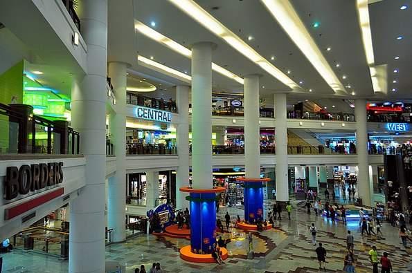 fa5bdedad9d7 700.000 m² teljes felépített alapterületével jelenleg az ötödik legnagyobb  épület a világon. A bevásárlóközpont több ...