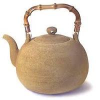 Vendégposzt az öntöttvas teáskannáról