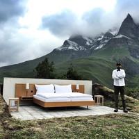 Minimalista szállodai szoba 2000 méter magasan