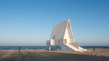 Egy lenyűgöző tengerparti kápolna Kínában