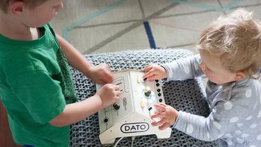 Egyszerűsített szintetizátor gyerekeknek