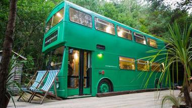 Emeletes buszból kényelmes szálláshely