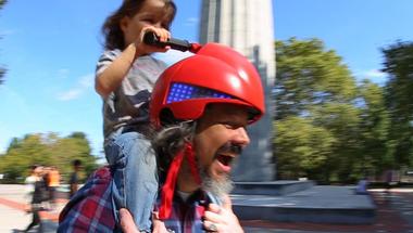 Piggyback Driver, játékos sisak szülőknek és gyerekeknek