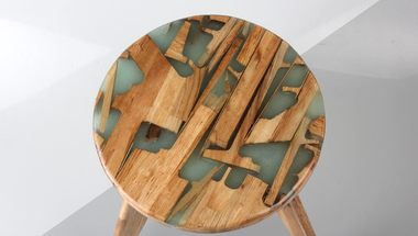 Maradék fából és gyantából egy vadiúj bútordarab