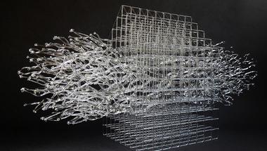 Geometrikus és törékeny üveg alkotások