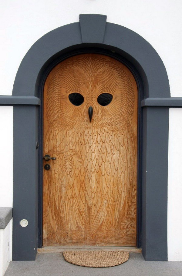 carved-front-door-inspiration-with-owl-600x910.jpg