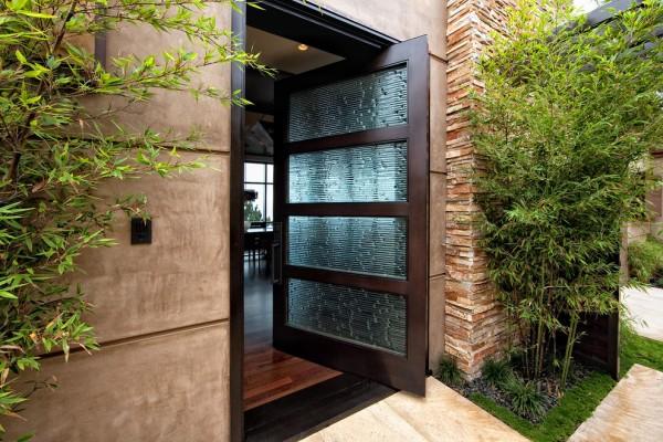 contemporary-pivoting-door-600x400.jpg
