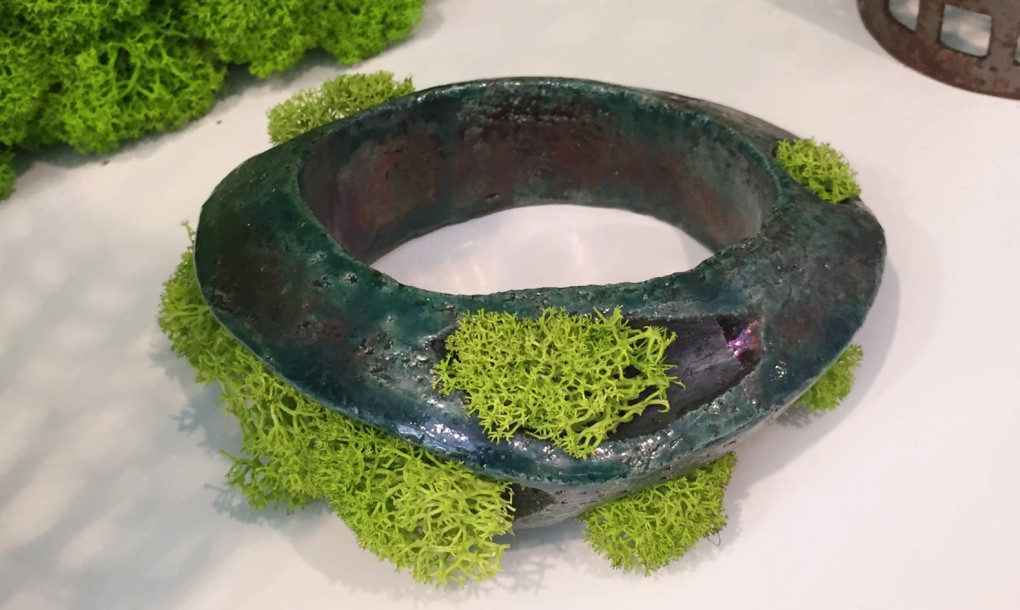 mossmania-moss-ceramic-bracelet-1020x610.jpg