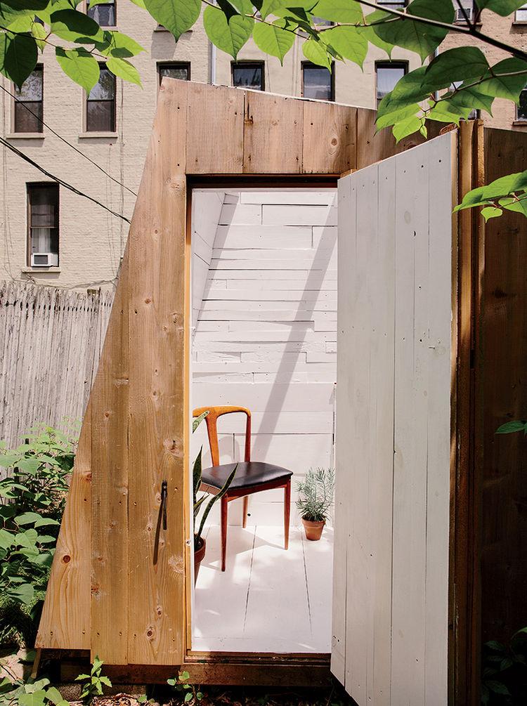 place-in-the-shade-brooklyn-backyard-studio-plexiglass-skylight-green-roof-cedar-cladding-entry.jpg