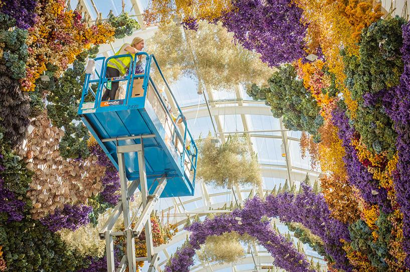 rebecca-louise-law-flower-canopy-eastland-melbourne-designboom-04.jpg