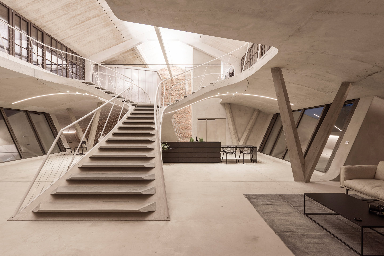 salzburgi-panzerhalle-loft-nagyvonalu-nyitott-terek-noko-014.jpg